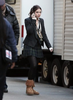 Мишель Трахтенберг, фото 4452. Michelle Trachtenberg On the Gossip Girl Set - NYC - December 13, 2011, foto 4452