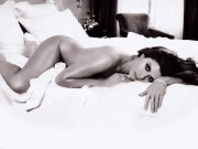 Debra Messing : One Naked Wallpaper